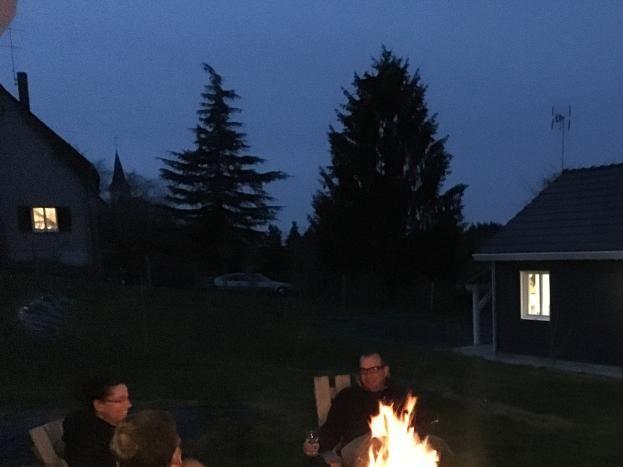 Après une bonne journée, été comme hiver, au clair de lune, rien de mieux que partager un verre autour d'un feu de bois? Dépaysement et bonne humeur garantis.