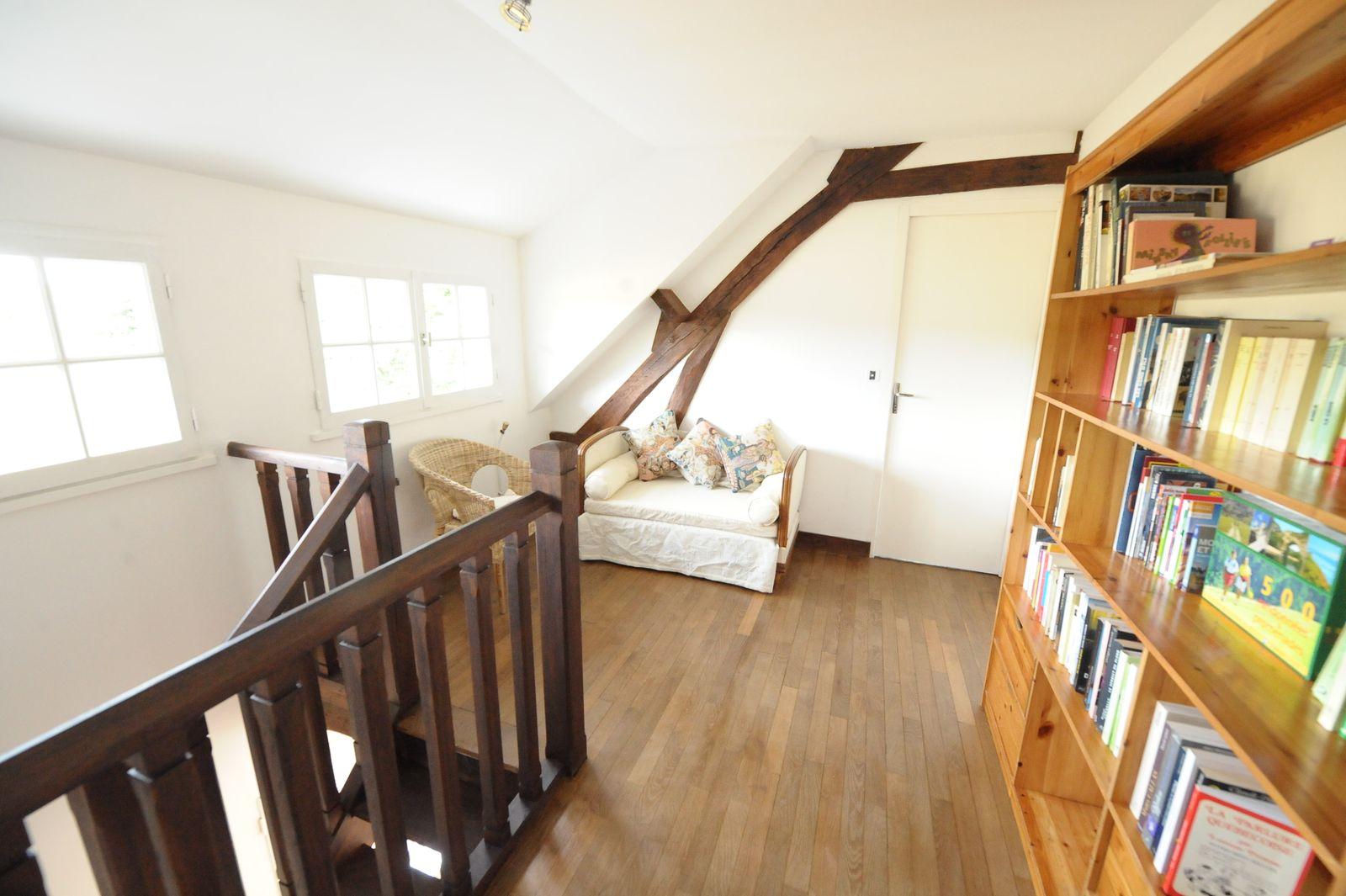 bibliothèque à l'étage