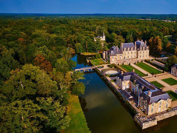 Château de la Ferté Saint Aubin à 300m