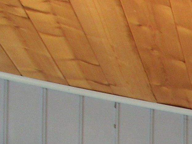 Salle à manger : réfrigérateur et congélateur (40l). micro-ondes, cafetière, bouilloire, théière, grille-pain.