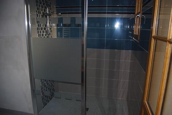 Salle d'eau accessible PMR, privative à la chambre Angevine