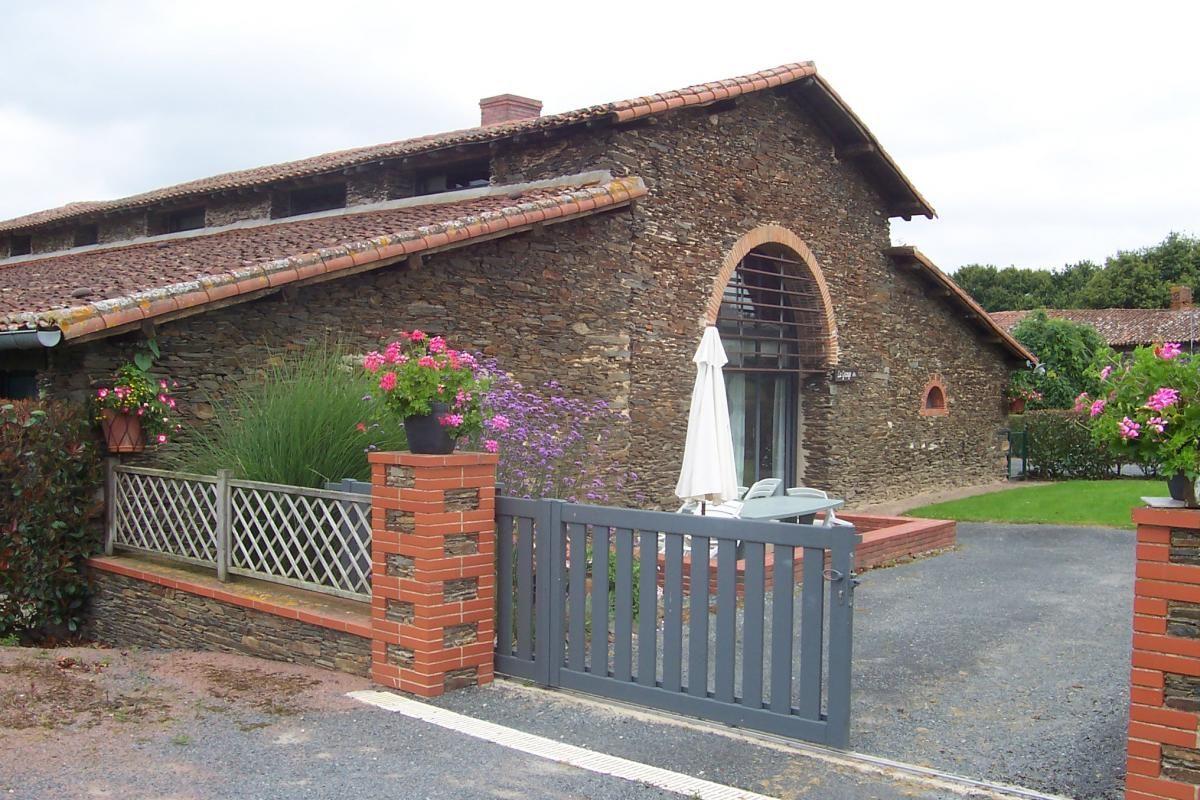 """façade gite """"la grange"""""""