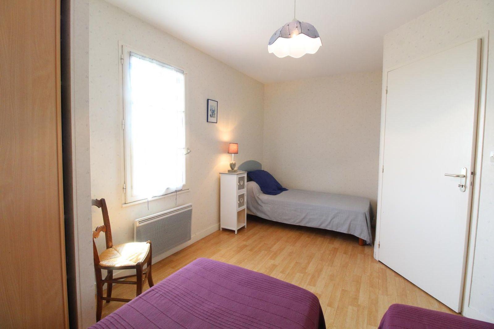 """Chambre N° 1 """"Les 3 C'   3 petits lits en bas"""
