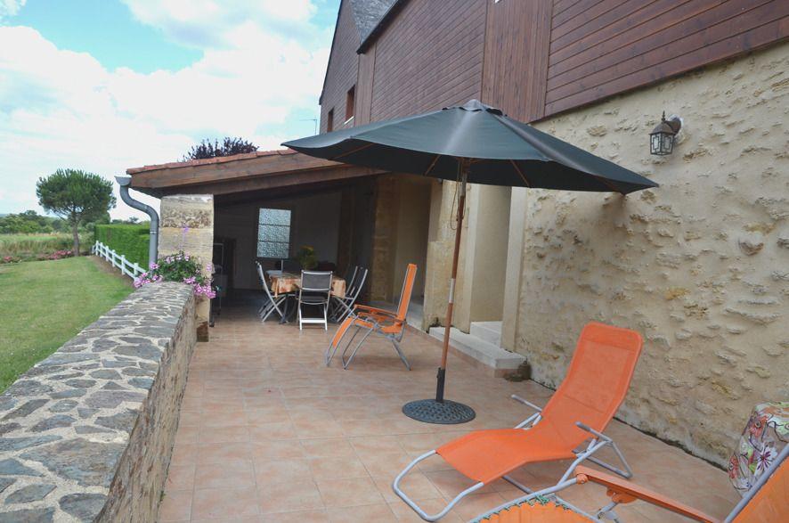 terrasse arrière et bain de soleil