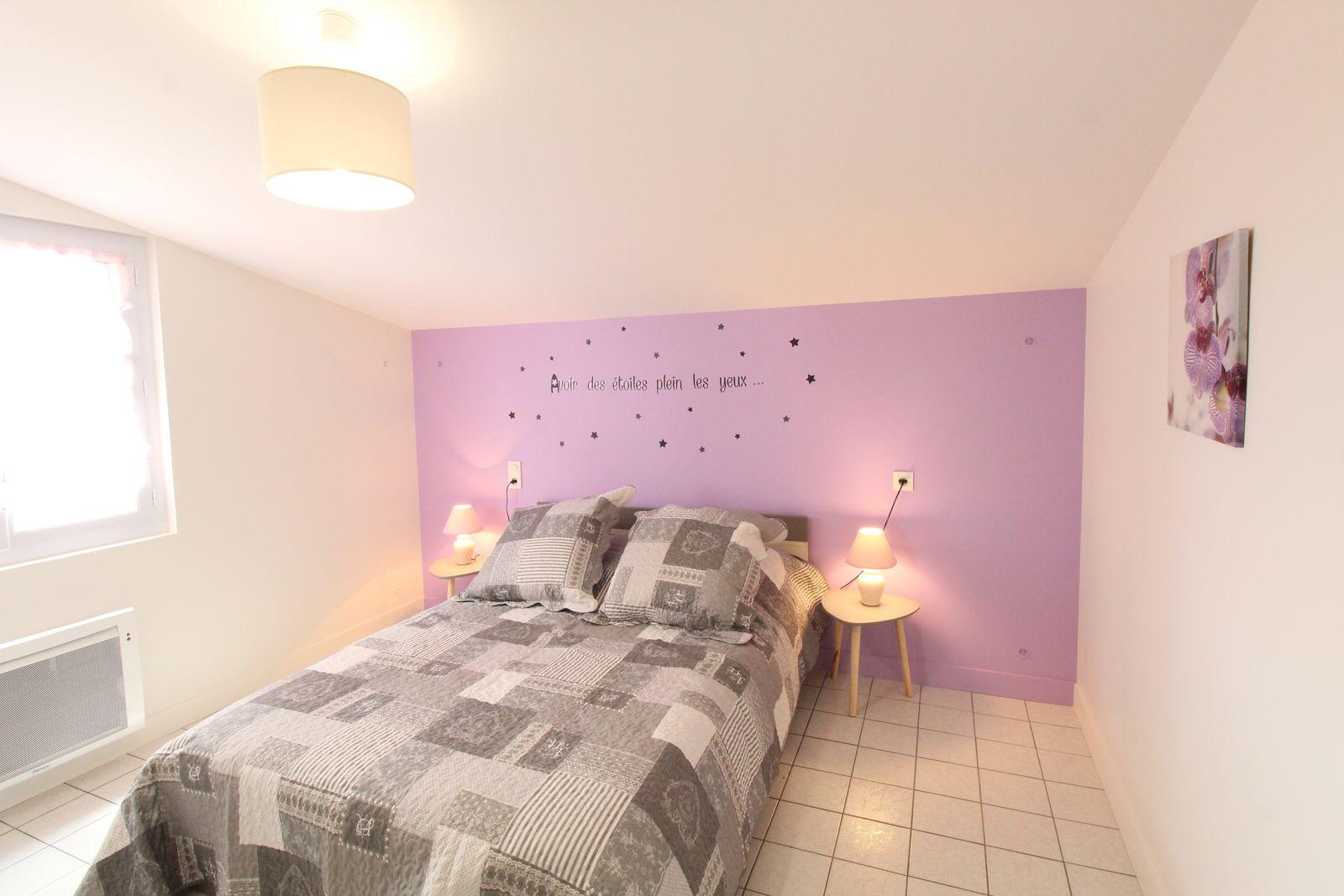 Chambre 1 au rez de chaussé: un lit de 140cm