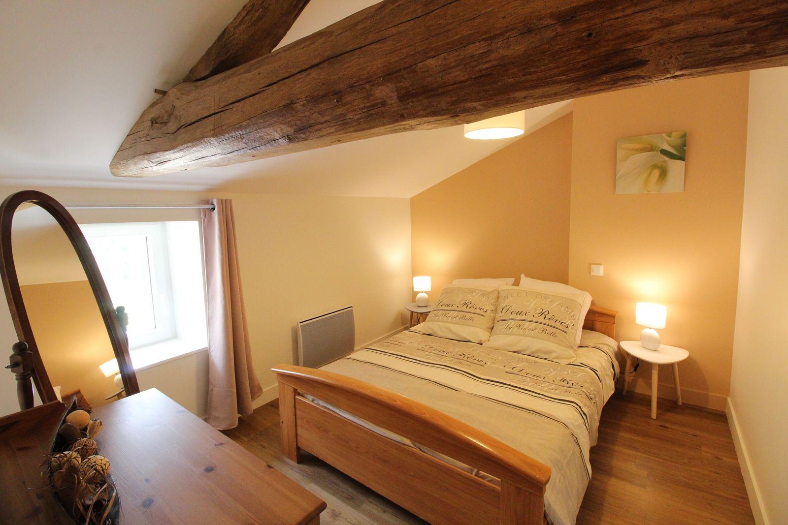 Chambre 2 à l'étage : un lit de 140 cm