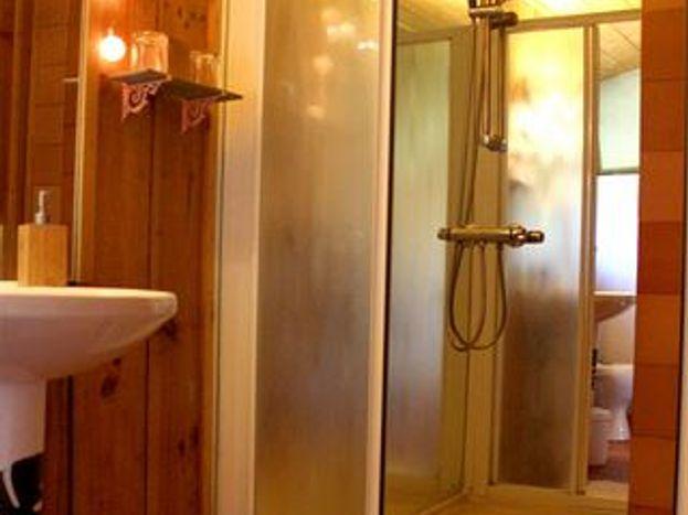"""Salle de douche """"Boisée"""""""