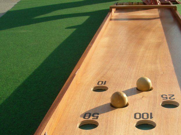 Grand jeu en bois vintage  , billard catalan à disposition des vacanciers
