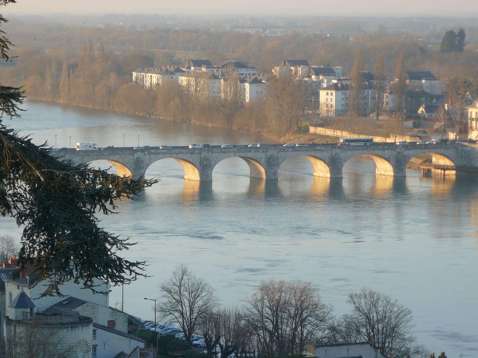 """Saumur et le pont Cessart entre le centre ville et """"entre les ponts"""""""