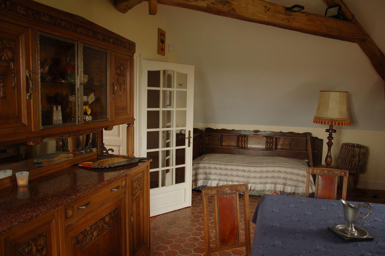 Pièce à vivre à l'étage avec TV, jeux de société, etc ainsi que possibilité de couchage. 51G465 - Le Cabanon Champenois - Ambonnay - Gîtes de France Marne