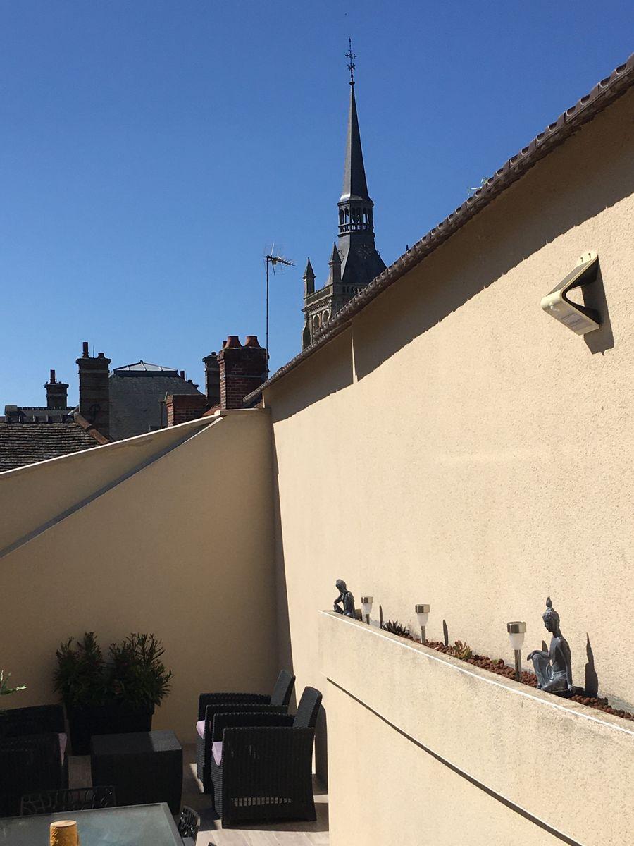 Terrasse sur toit - Vue église