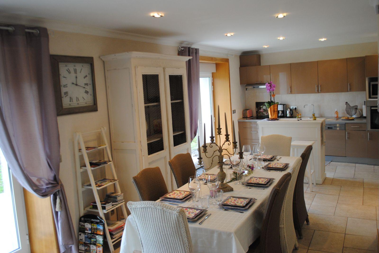 51G357 - L'Epine - Boursault - Gîtes de France Marne salle à manger