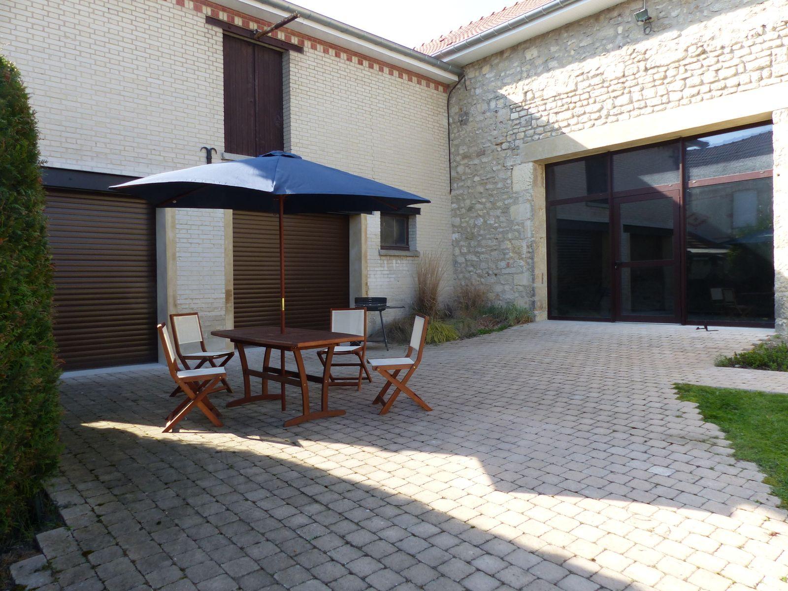 Salon de jardin et barbecue 51G434 - Le Gîte du Courtil - Cormicy - Gîtes de France Marne