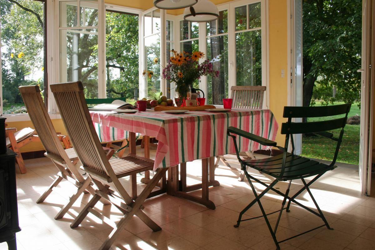 Véranda, salle à manger. 51G416 - Sous l'Orme en Argonne - Les Charmontois - Gîtes de France Marne