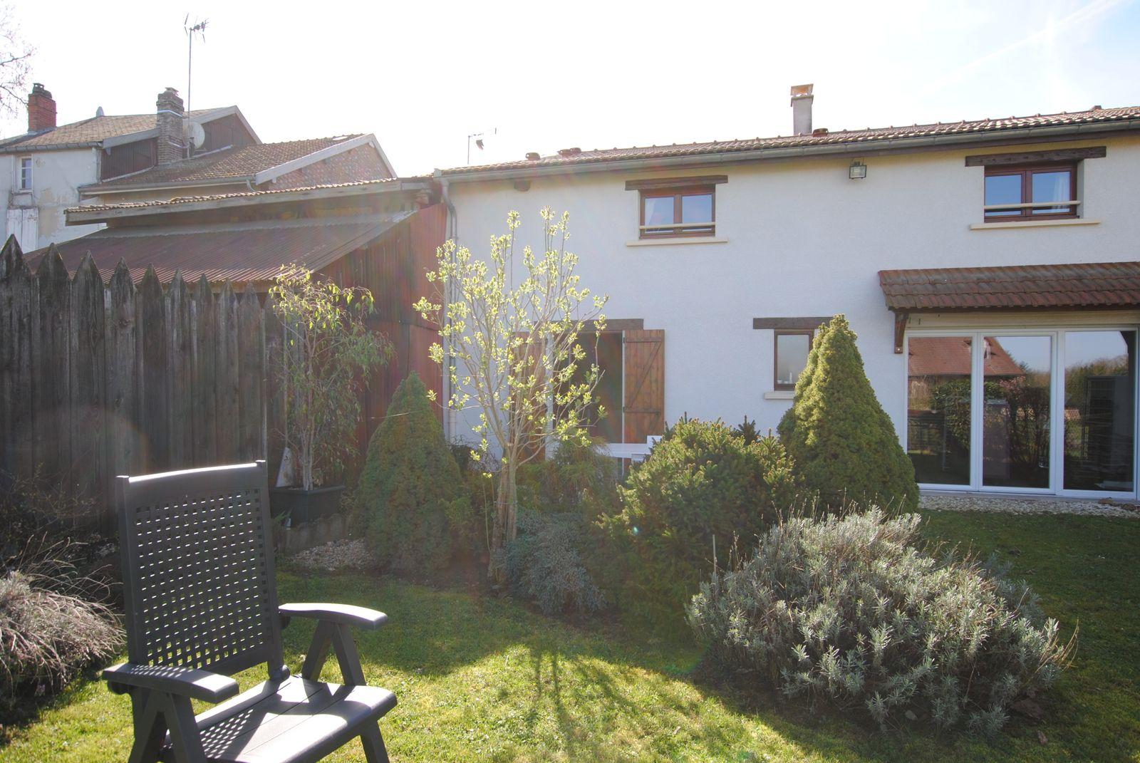 Jardin (vue sur terrasse) 51G491 - Les Pom's - Givry en Argonne - Gîtes de France Marne