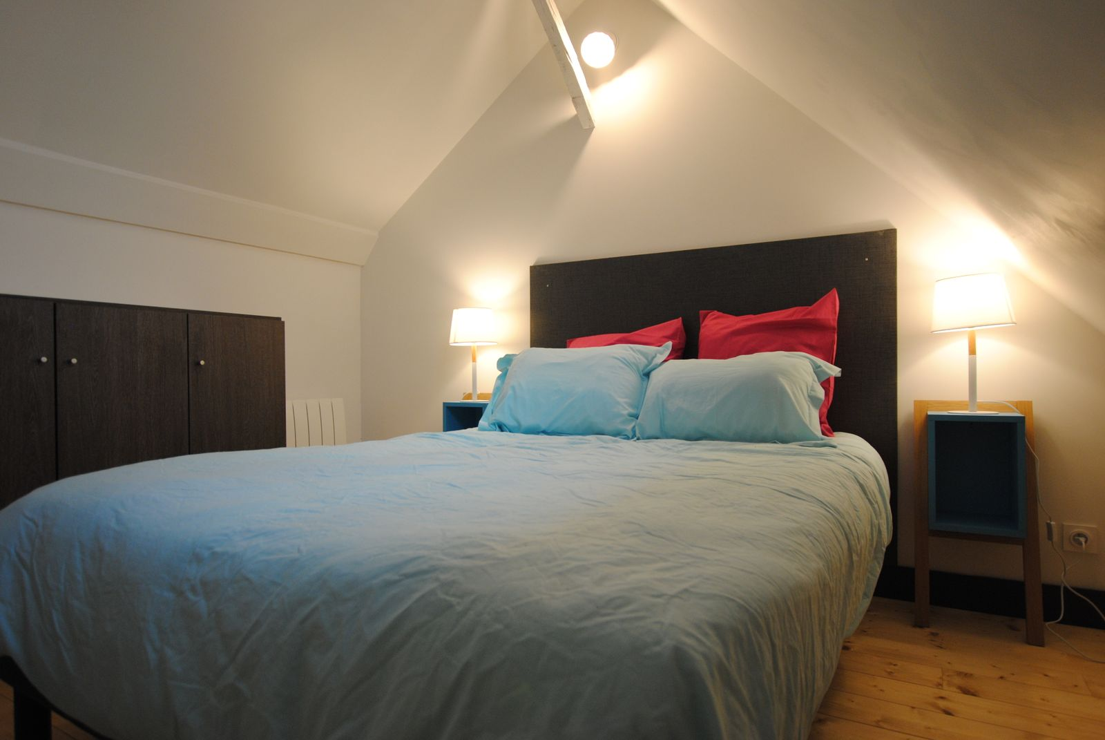 Tête de lit et table de chevet fait par nos soin 51G482 - La Courvilloise - Courville - Gîtes de France Marne
