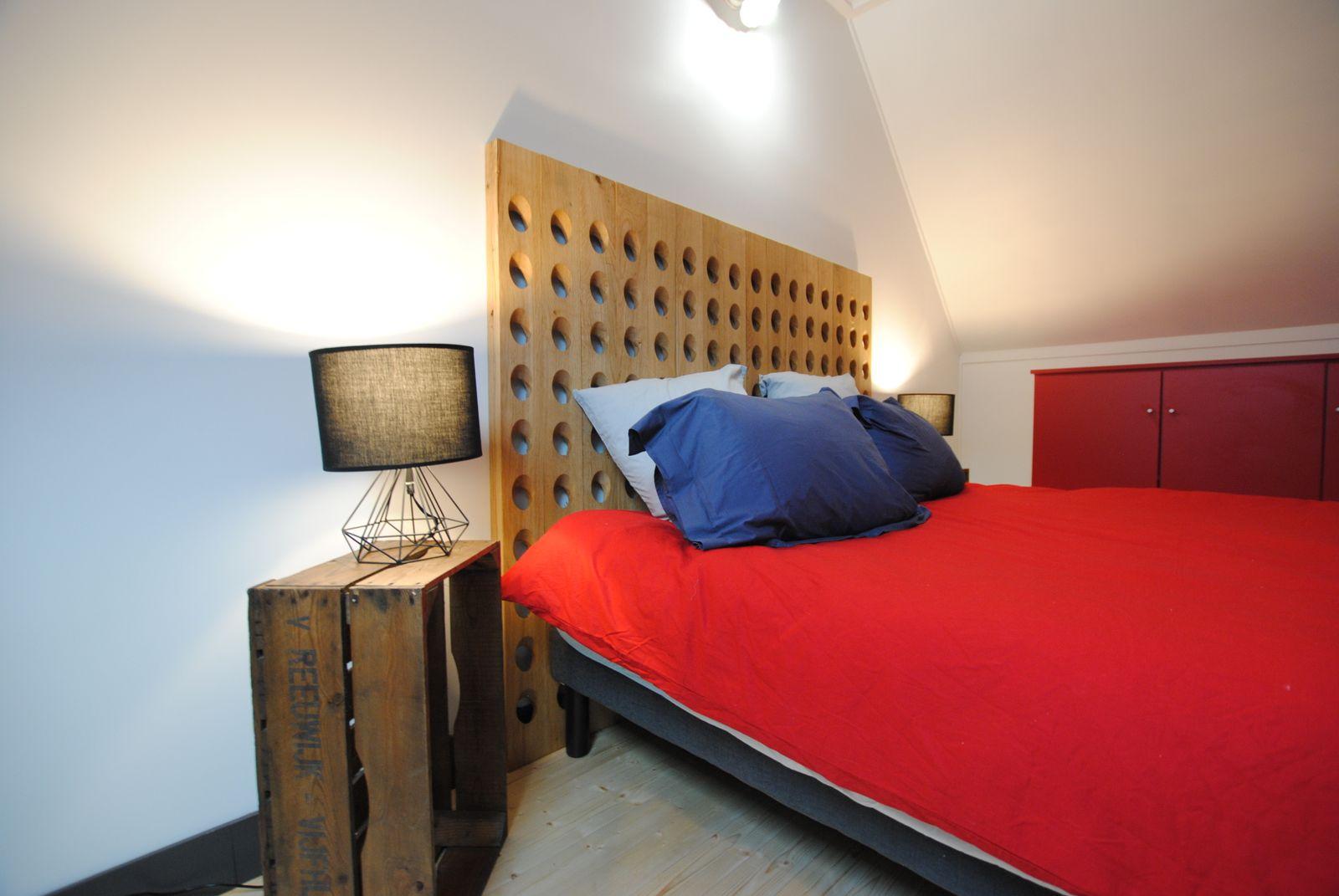 Tête de lit en pupitre à champagne fabrication maison Lit 160x200 51G482 - La Courvilloise - Courville - Gîtes de France Marne