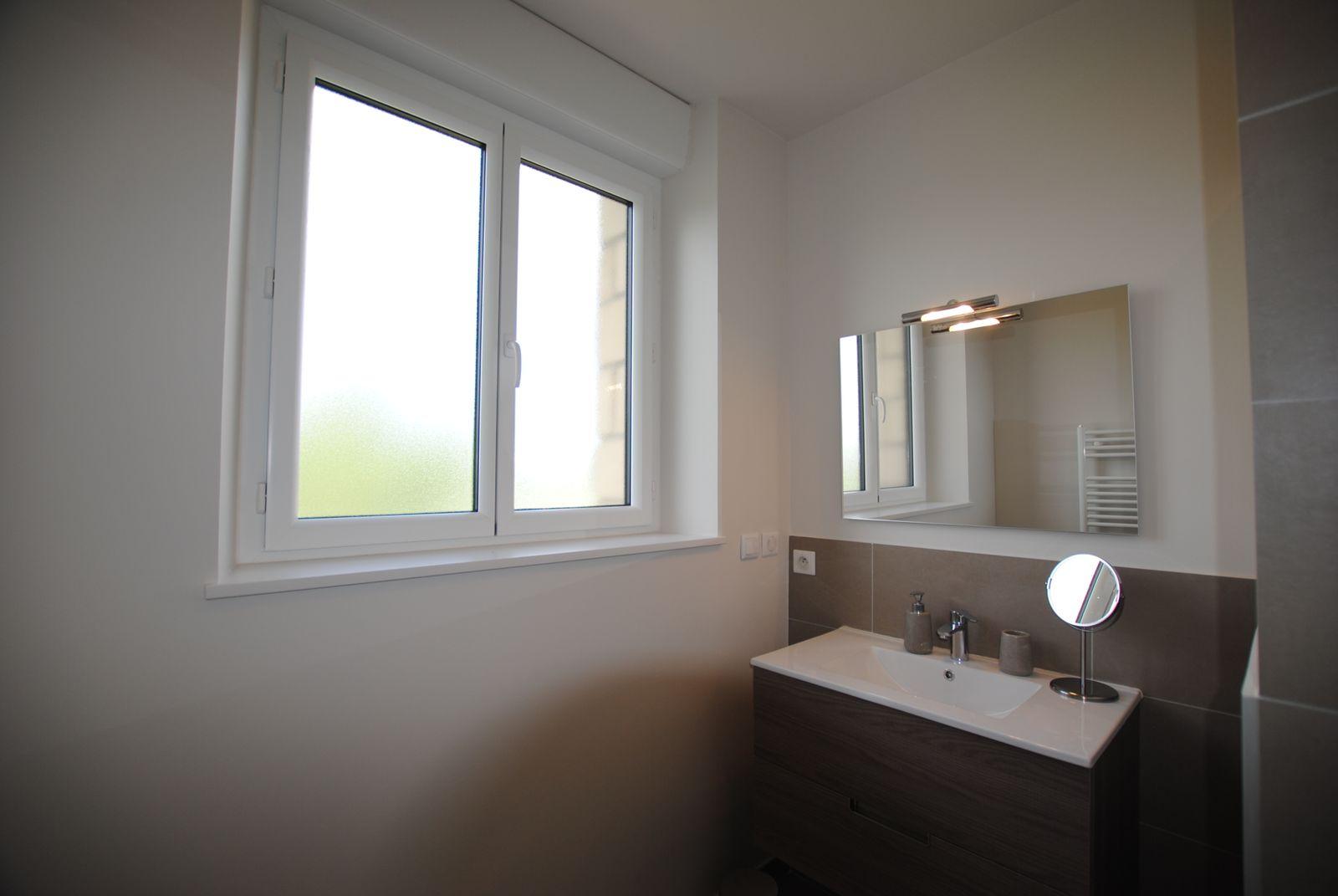 51G494 - Pogny - La Maison Gabriel - salle d'eau 1er étage