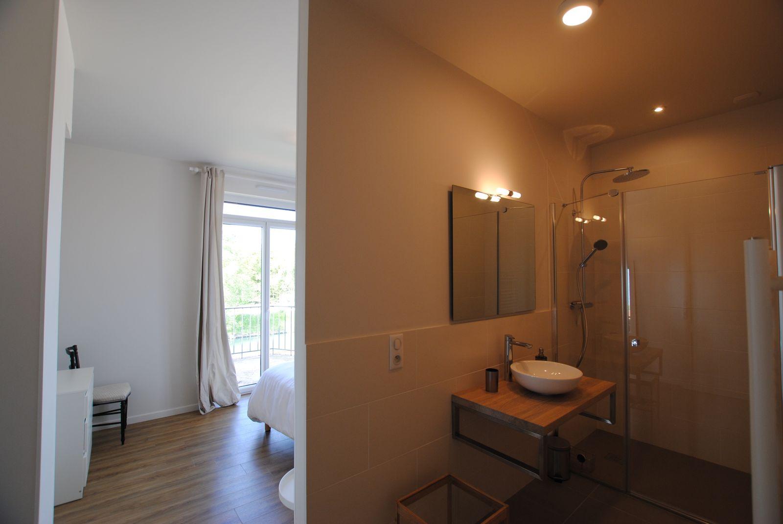 51G494 - Pogny - La Maison Gabriel - salle d'eau privative à la chambre 4
