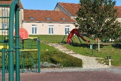 Terrain multi-activités   Place du village