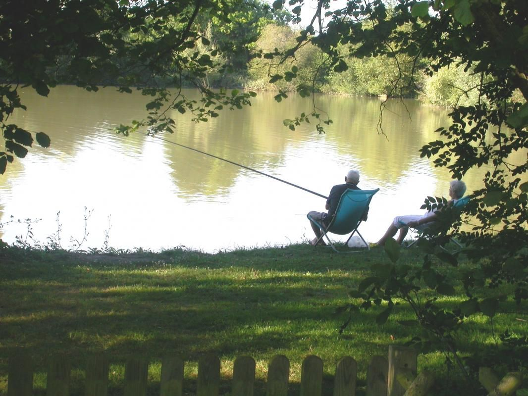 Pêche autour du plan d'eau, calme et sérénité