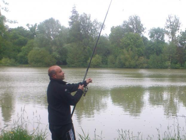 pêche autour du plan d'eau, dont une partie est privatisée pour nos vacanciers