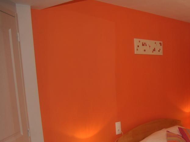 Est:chambre orange avec accès fauteuil