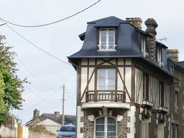 Immeuble de style pour ce gîte à  km de la station thermale de Bagnoles-de-l'Orne