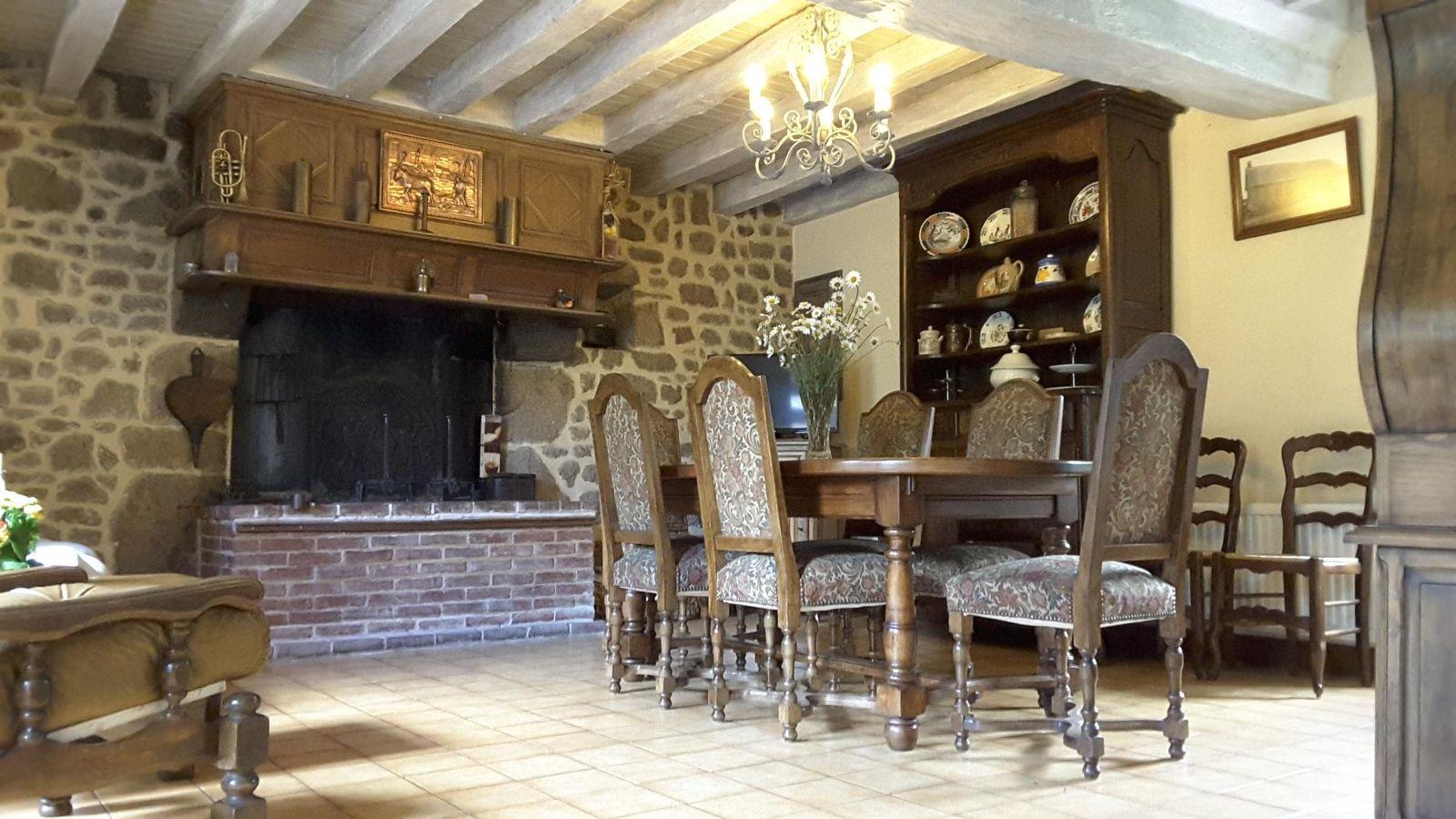 Grand séjour salle à manger composé de très beaux meubles