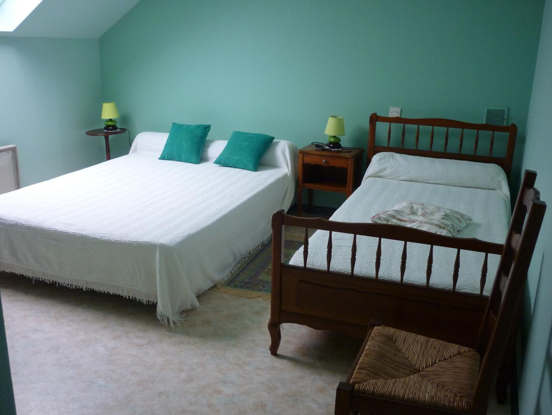 Chambre 1 lit 140 et un lit de 90 rénovée