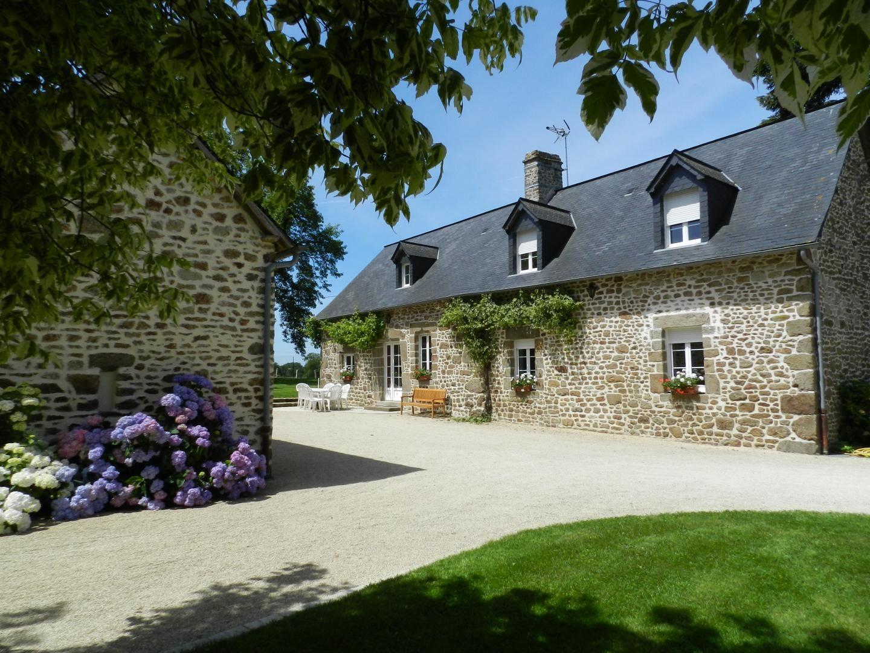 Grands espaces verdoyants dans ce gîte Saint-Mars-Sur-Colmont