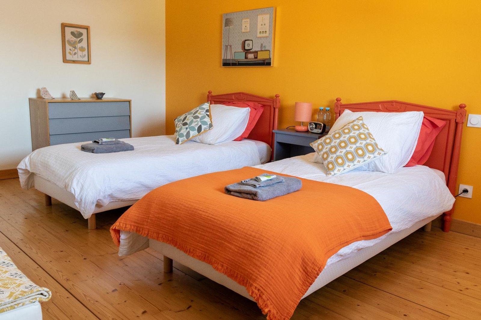 chambre 1 : la plus spacieuse, déco vintage jusqu'à la petite cuisine pour enfants