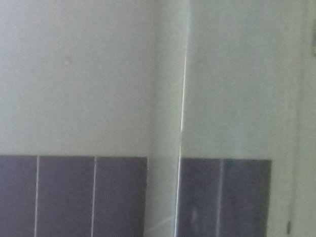Salle d'eau: Lavabo avec placard Sèche-serviettes électrique