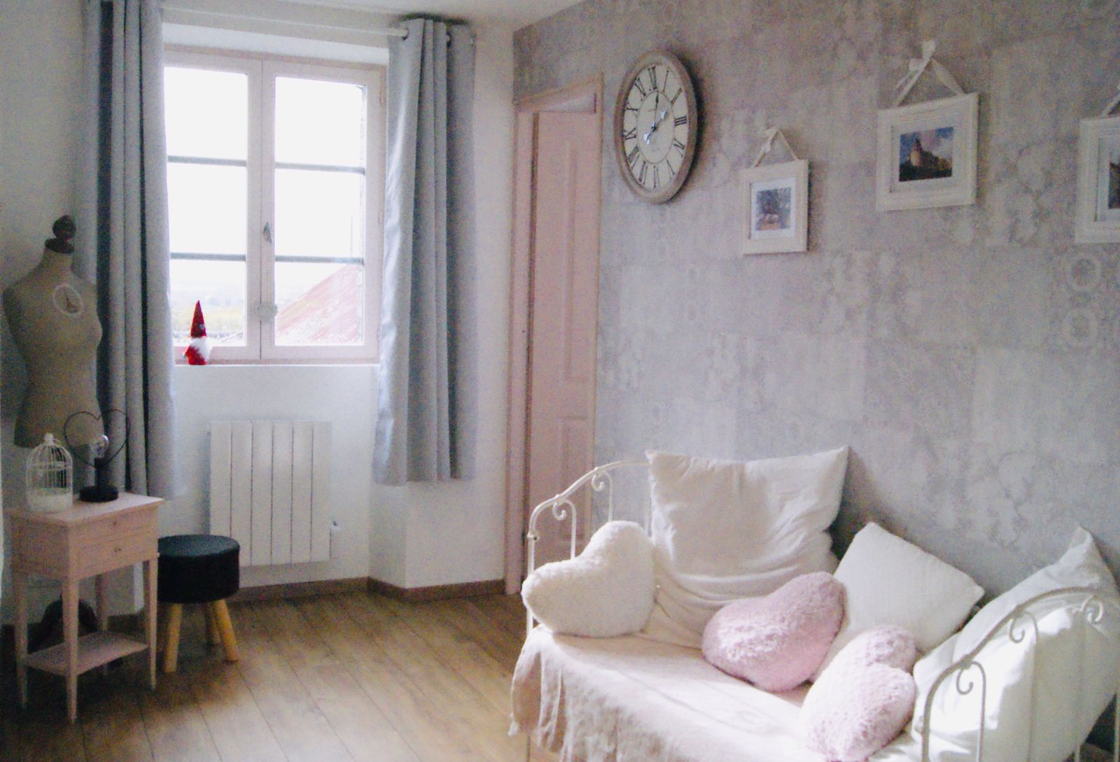 Le palier girly, shabby chic -Lys des Champs ; Sainte Suzanne