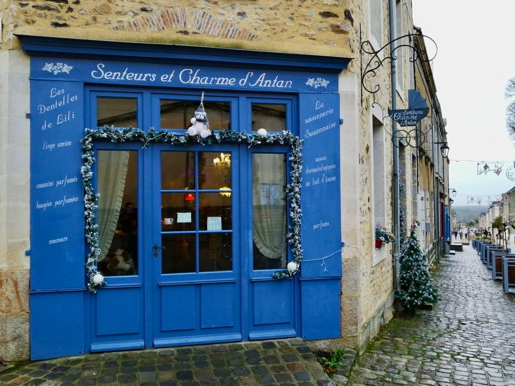 """La savonnerie réputée de Sainte-Suzanne: """"Senteurs et Charme d'antan""""."""