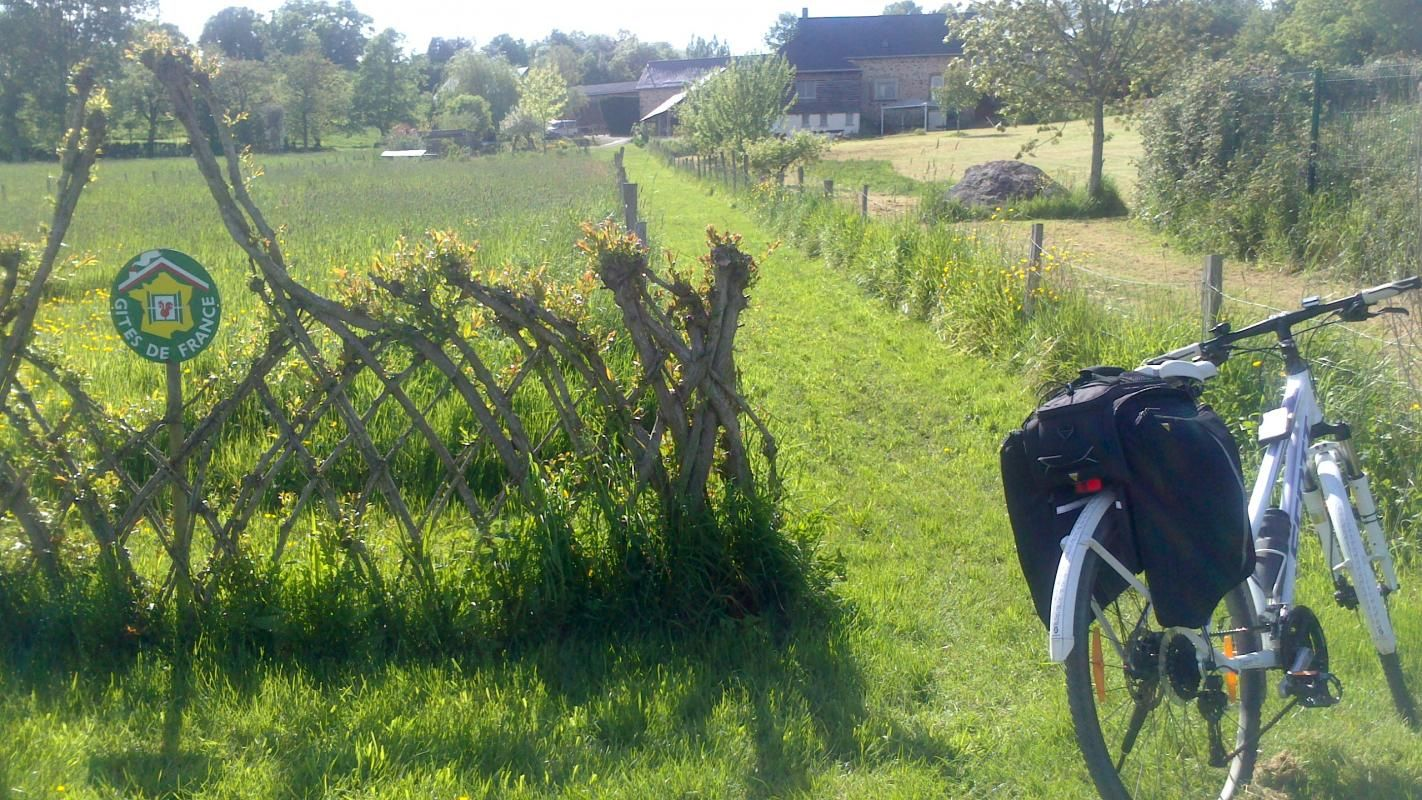 Référencé vélo francette, venez vous reposer chez nous, la maison est au bord du halage