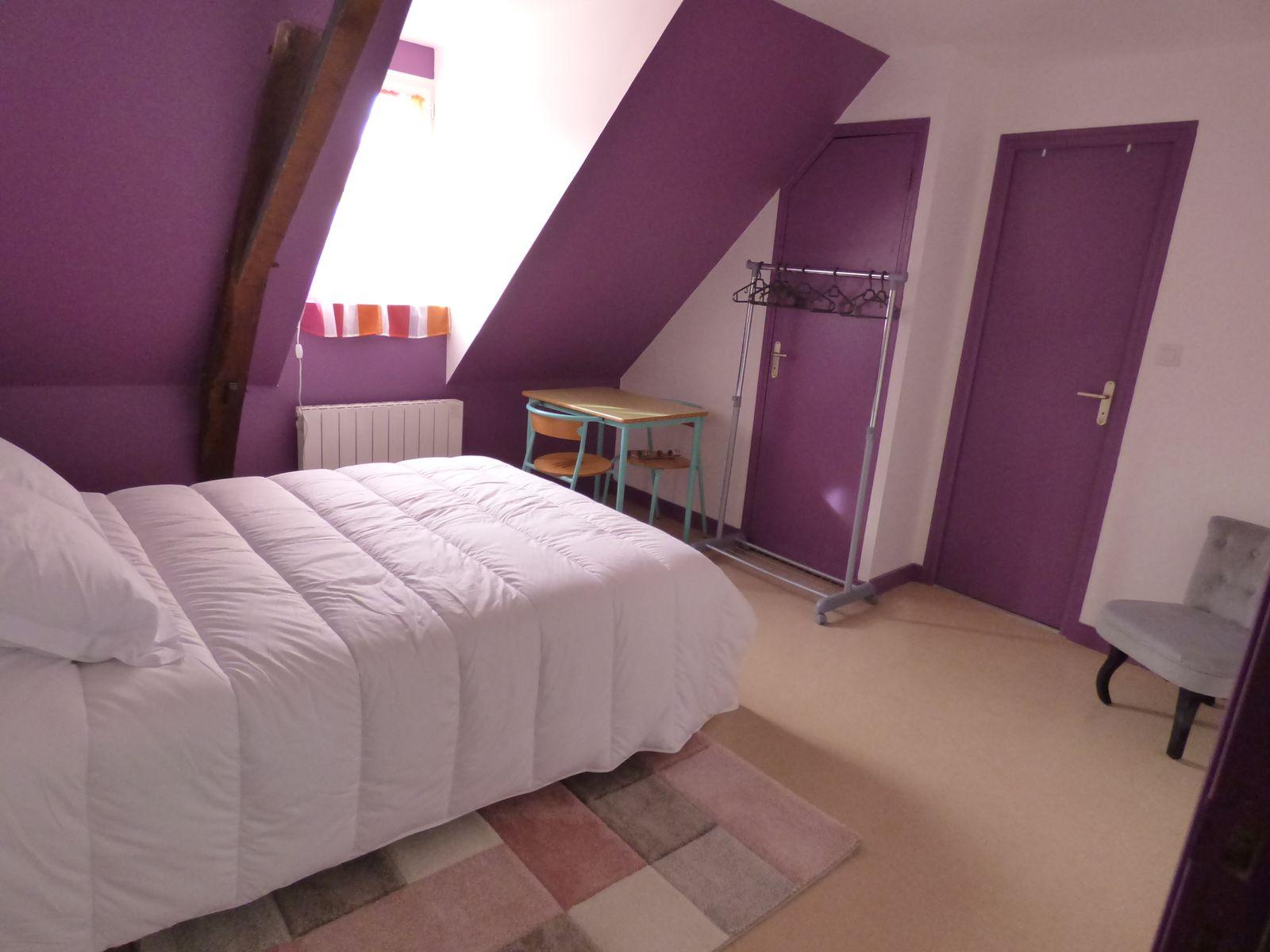 Chambres couples ou chambres groupes individualisées avec une décoration soignée