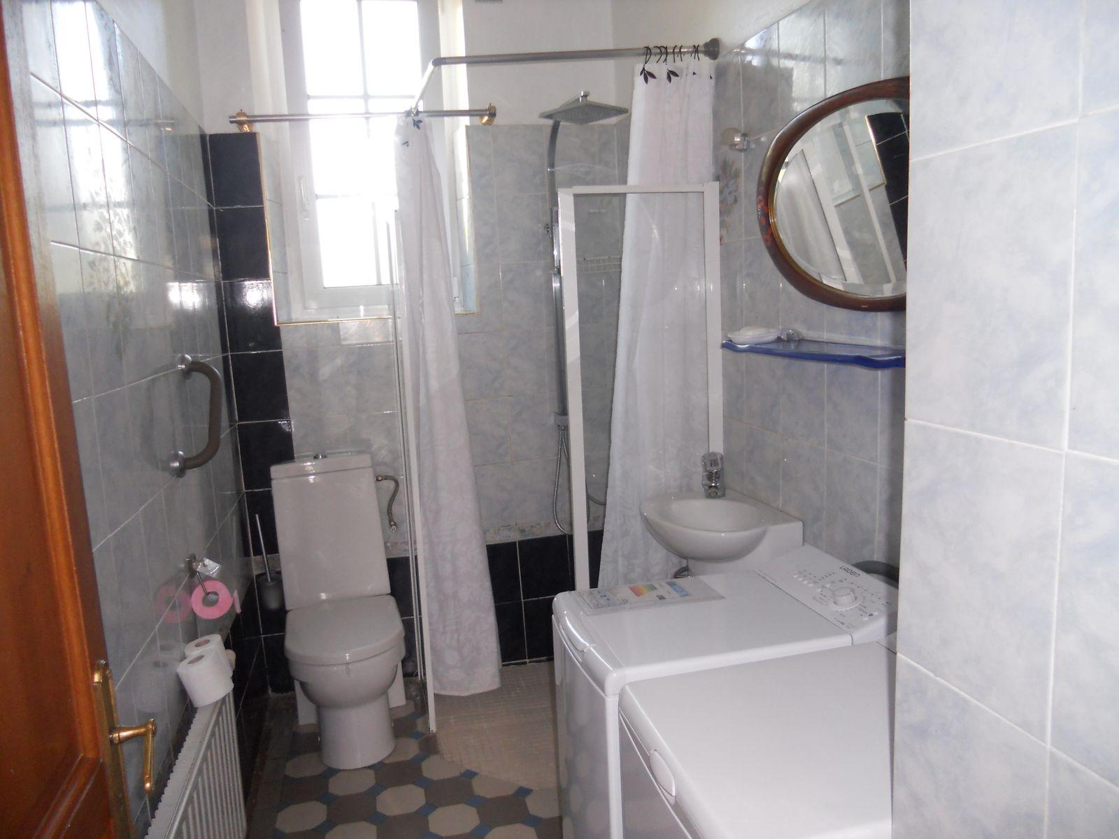 Salle d'eau au R. de Ch.