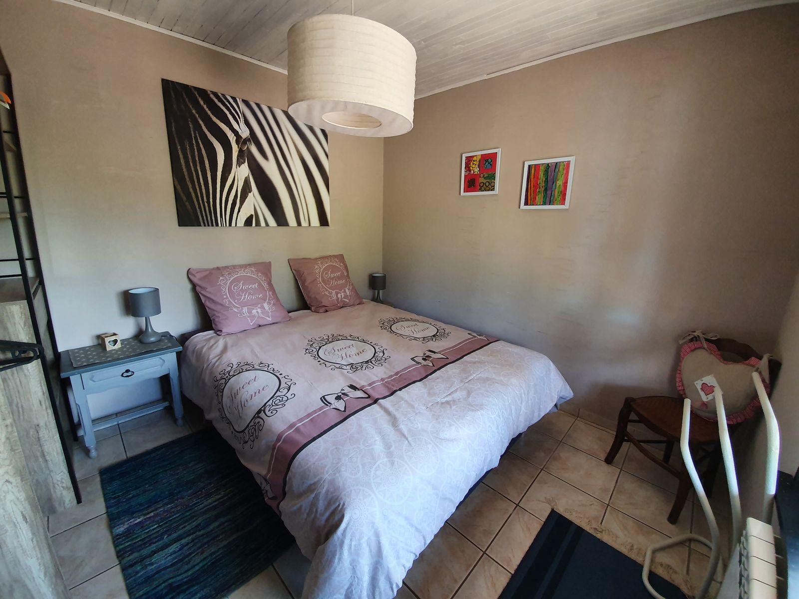 Chambre parentale avec lit queen size