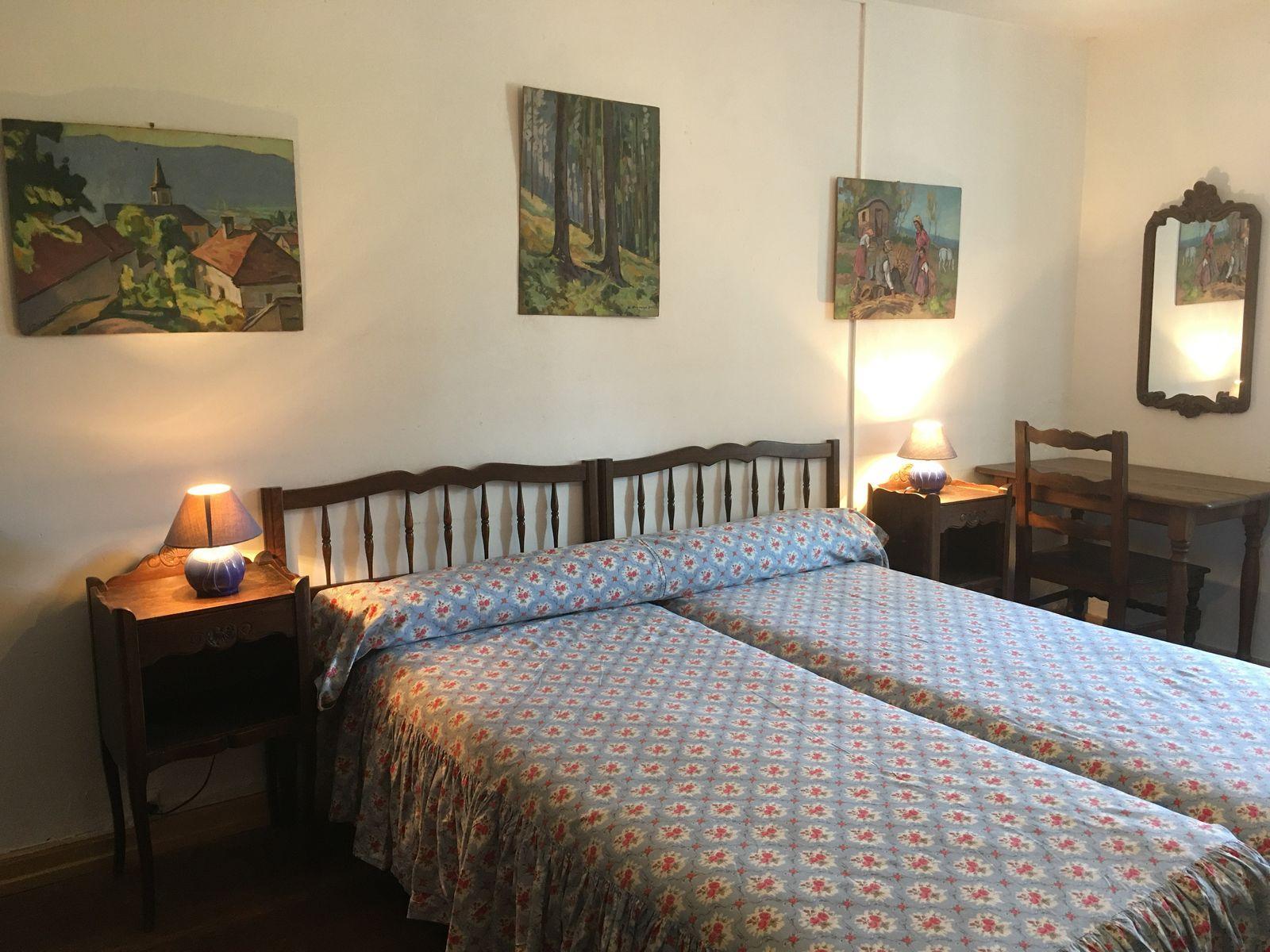 Chambre bleue au 1er étage avec : lits jumeaux