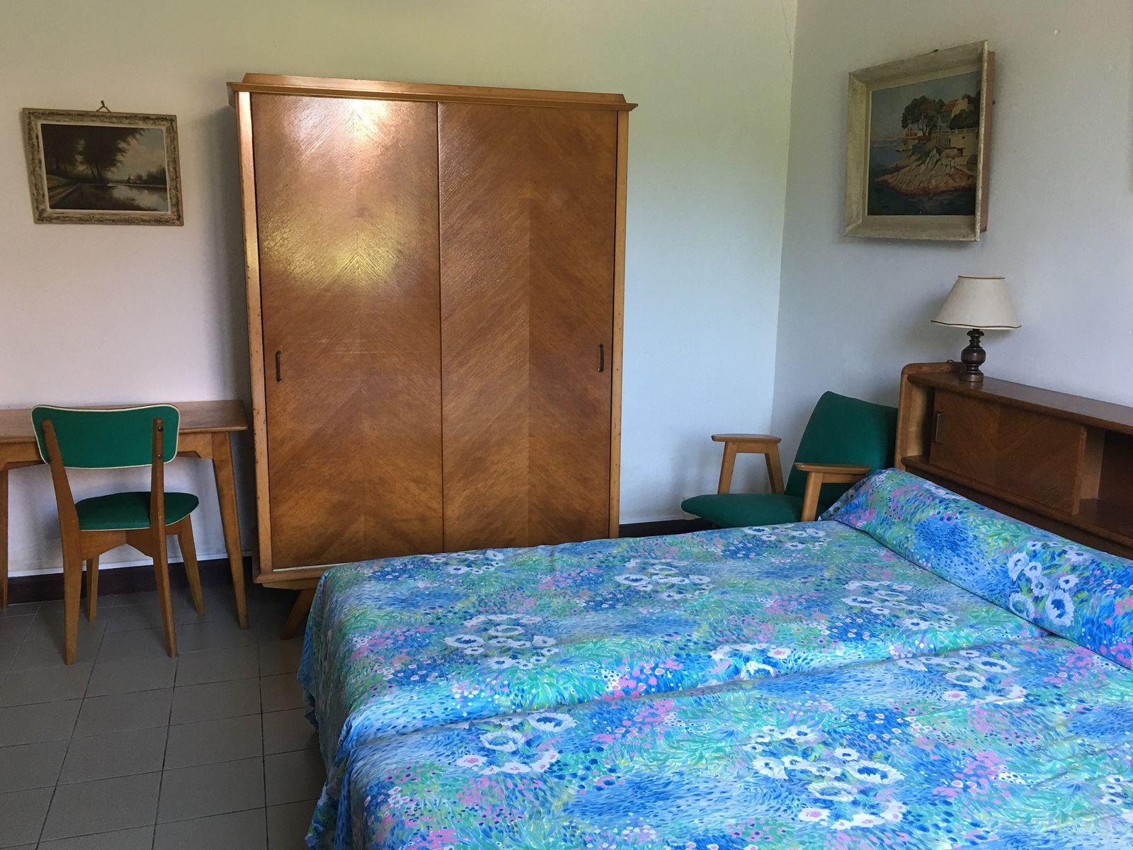Chambre au rez-de chaussée : avec  lits jumeaux