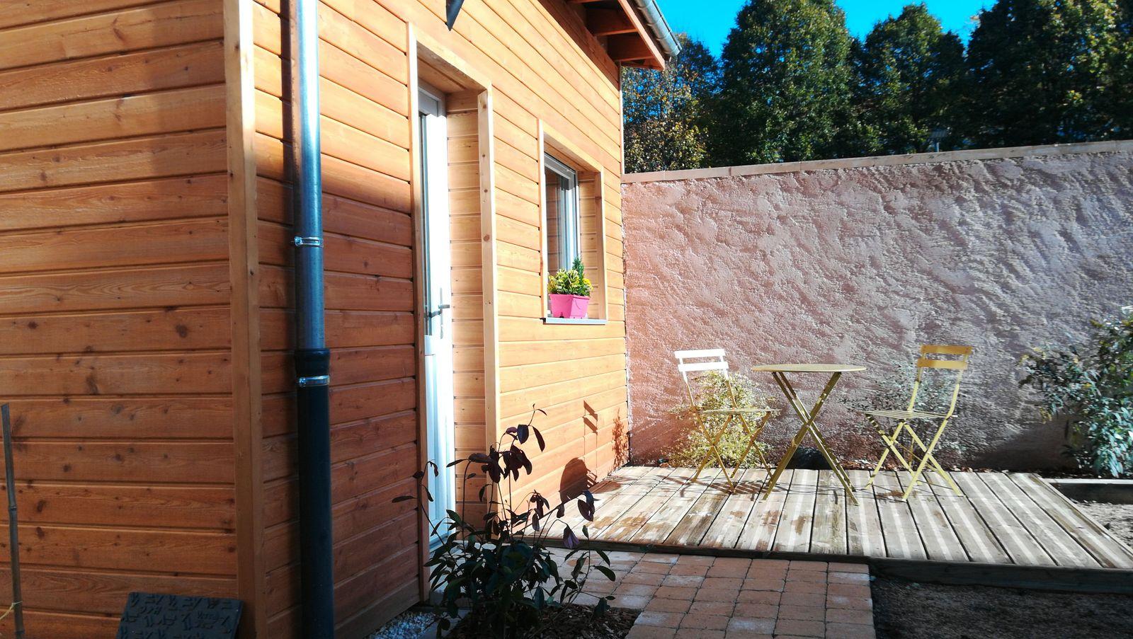 Annexe en option avec terrasse et salon de jardin
