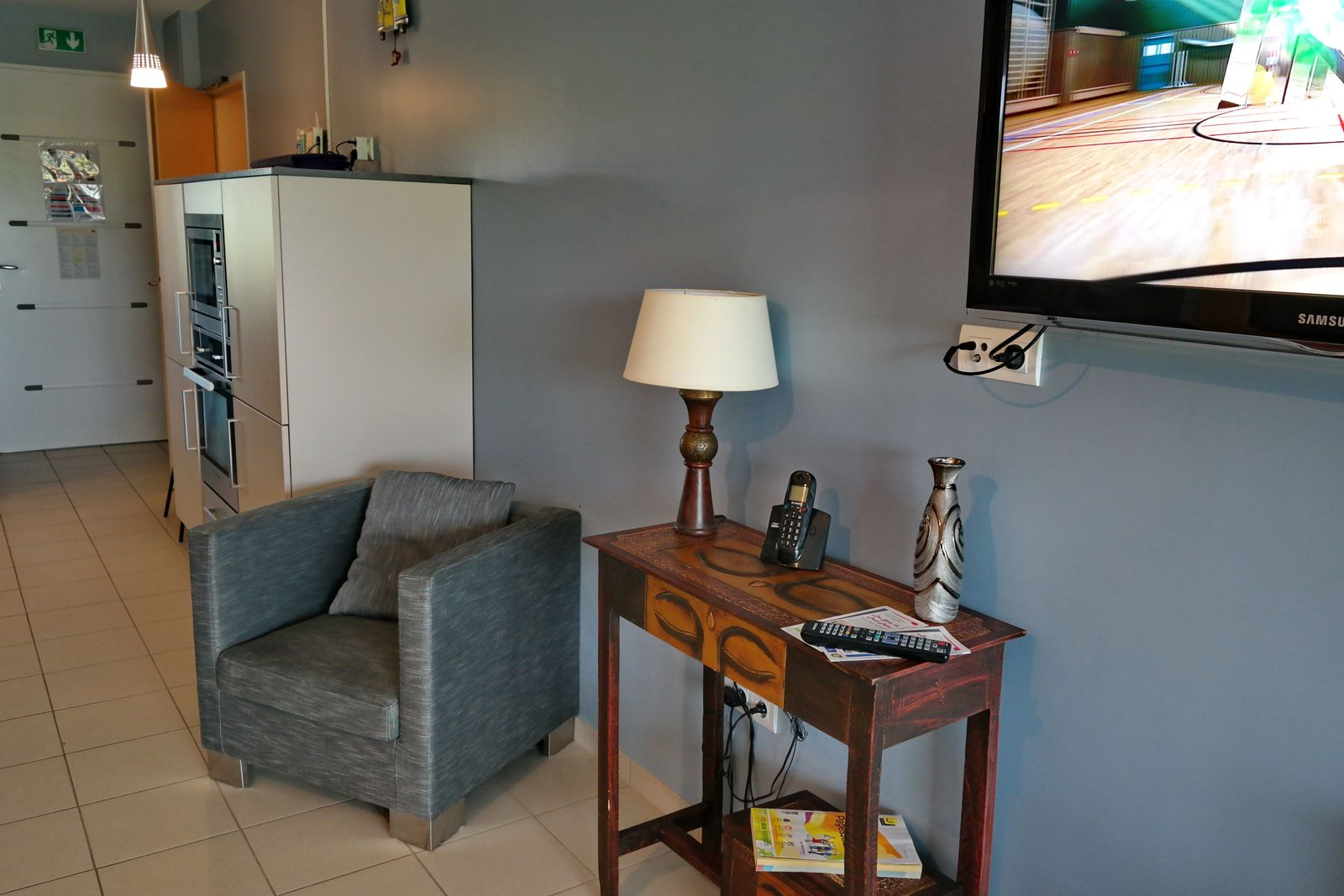 Coin tv avec grand écran plat orientable