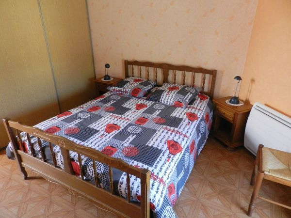 Chambre (2)   lit 2 pers          +               lit 1 pers
