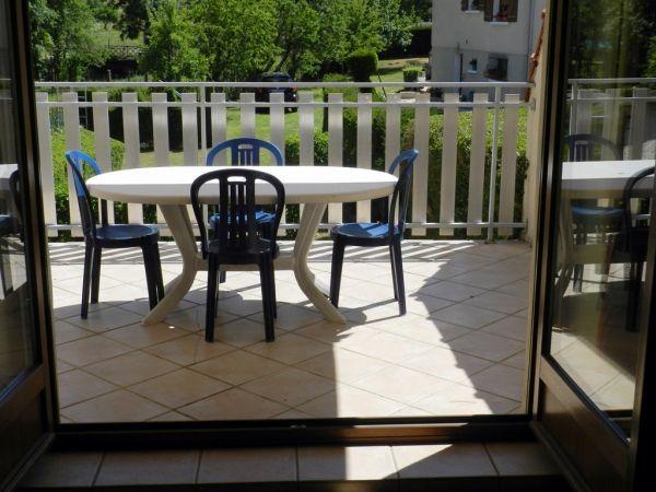 Vue du salon ,terrasse et paysage