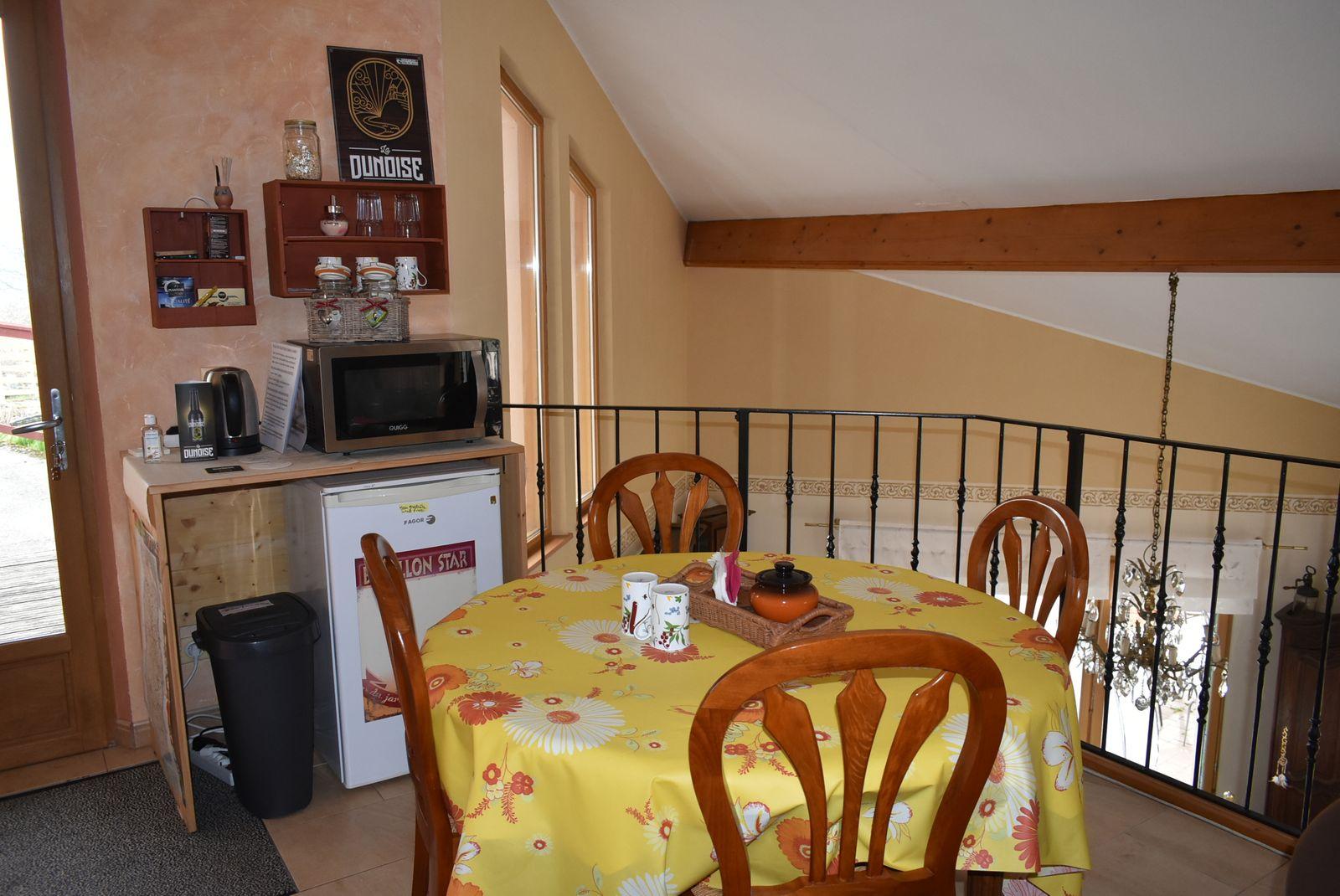 Salon accueil commun aux trois chambres