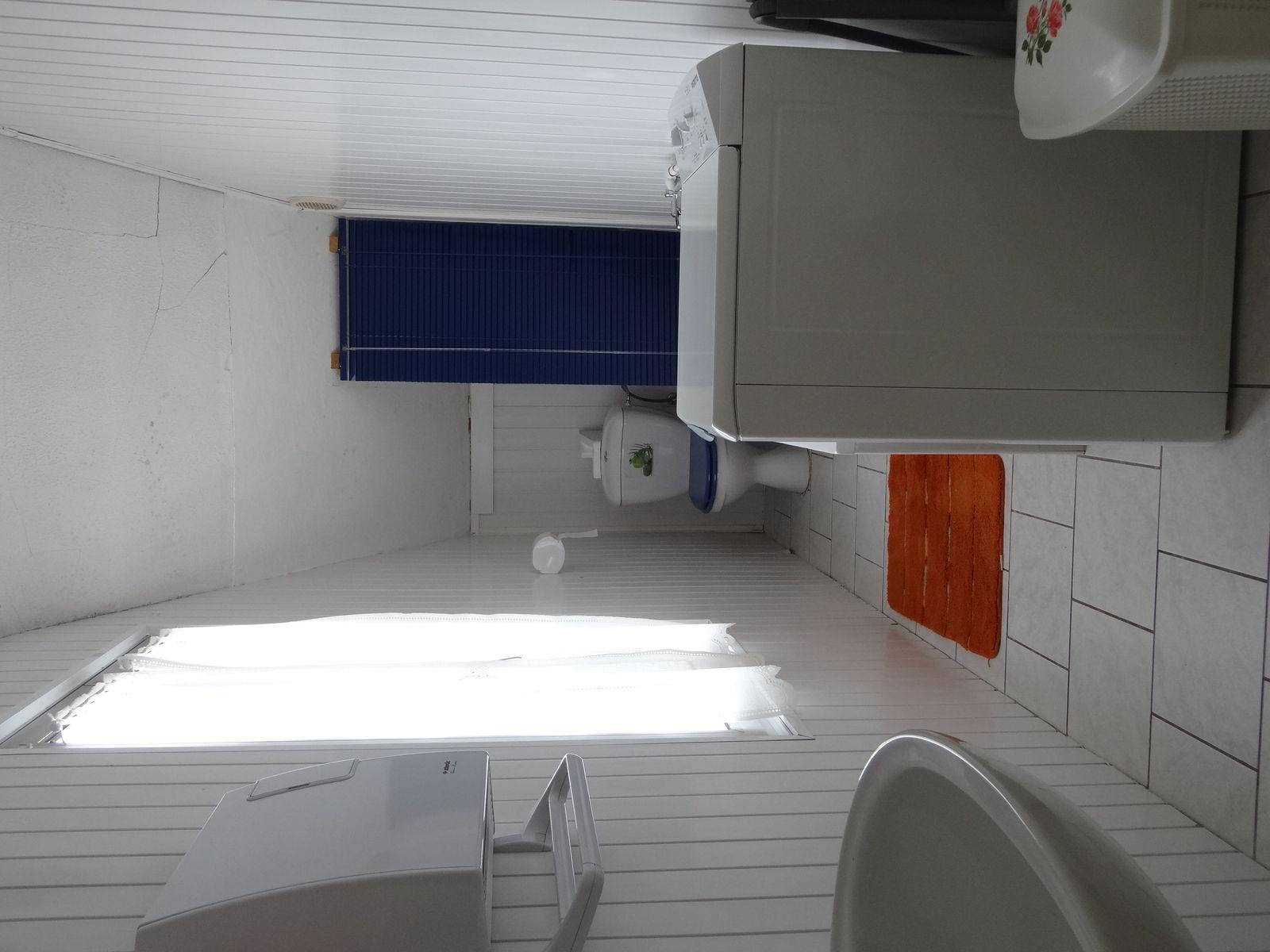 Salle de bain baignoire ,lave linge,WC