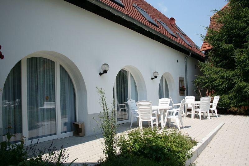 Vue sur le jardin - Terrasse privative du Gîte Hansel