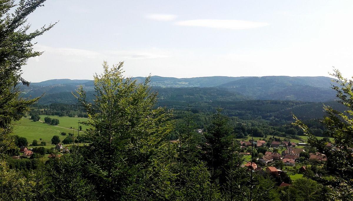 Village depuis chemin de randonnée