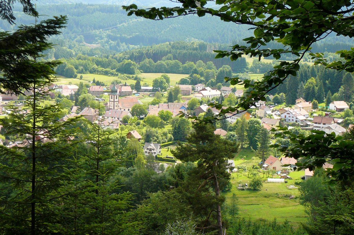 """Village depuis sentier de randonnée """"Tour de Saulxures"""""""